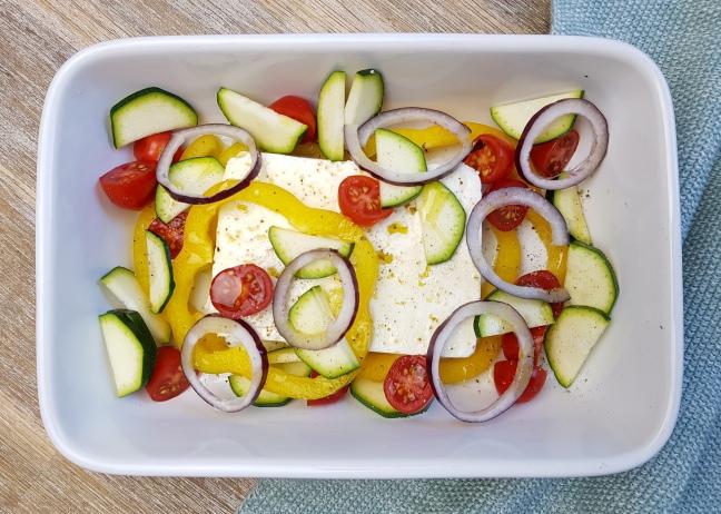 Gebackener Feta auf mediterranem Gemüse