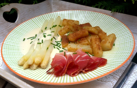 low carb Spargel mit Sauce Hollandaise
