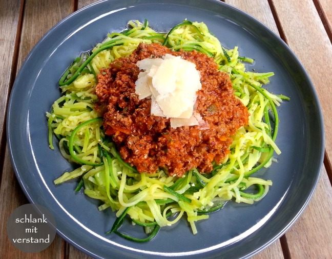 low carb Zucchini Nudeln Bolognese