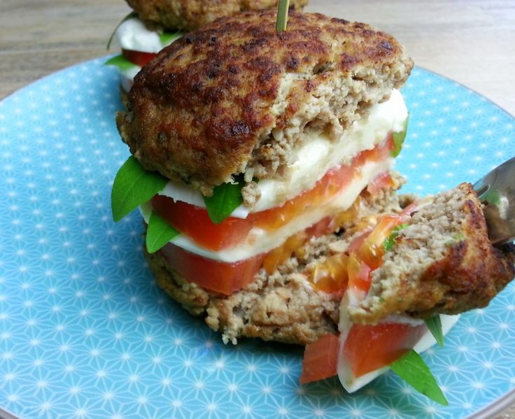 low carb Burger Tomate Mozzarella Rezept