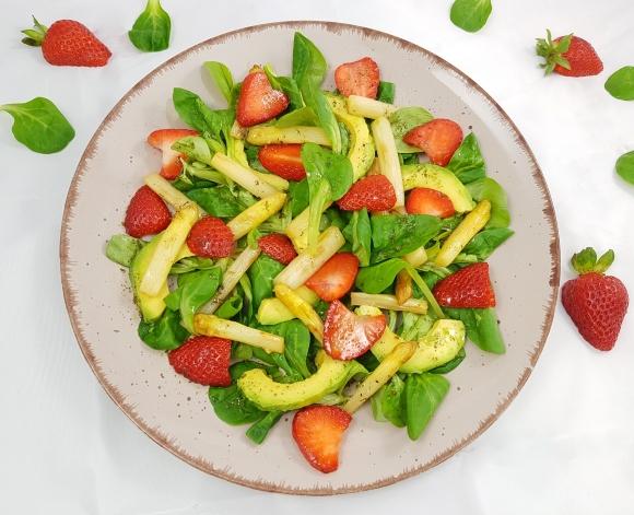 Spargel-Erdbeer-Salat mit Avocado