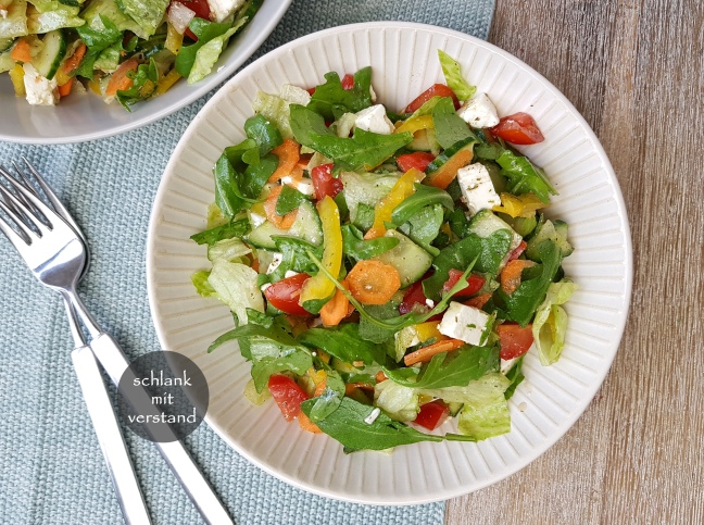 Sommersalat mit Feta low carb Rezept