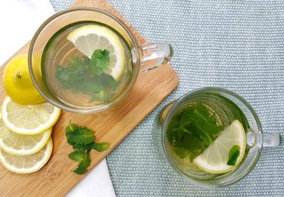 Pfefferminztee mit Zitrone low carb