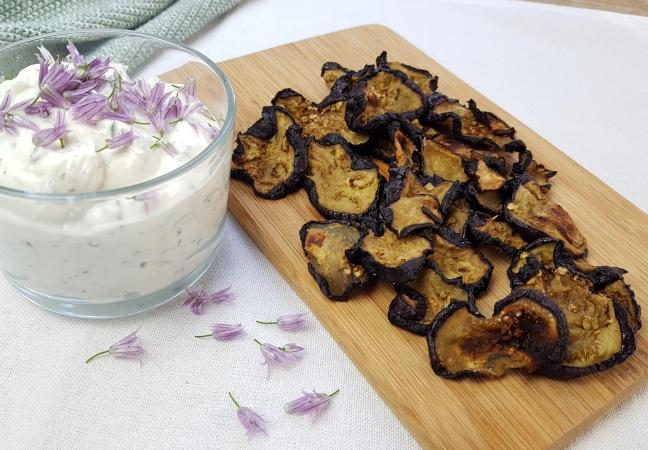 Auberginen Chips mit Schnittlauchquark low carb Rezept